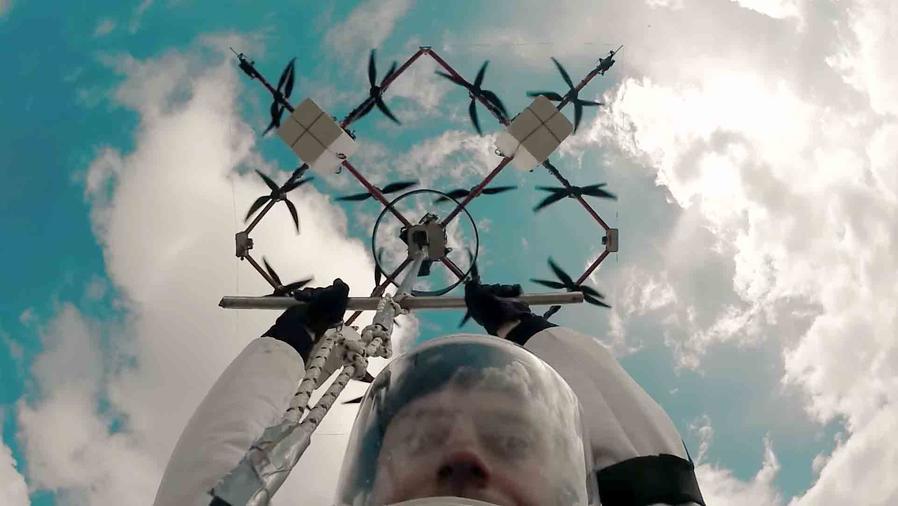 drones y paracaídas