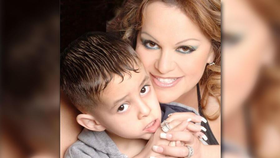 Jenni Rivera y su hijo Juan Ángel