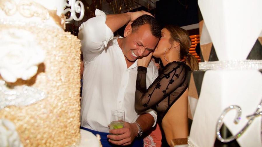 Alex Rodriguez y Jennifer Lopez en su cumpleaños