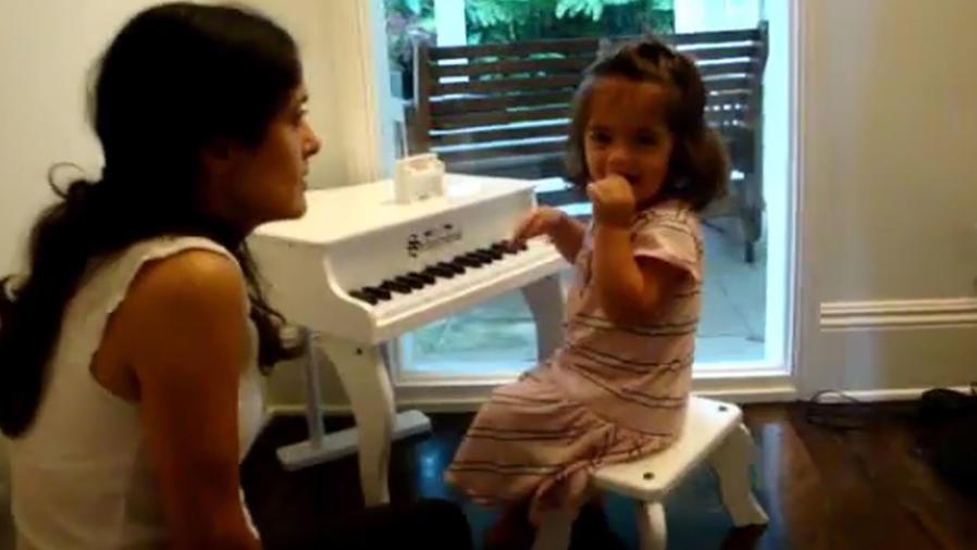 Mira la emotiva felicitación de Salma Hayek a su hija