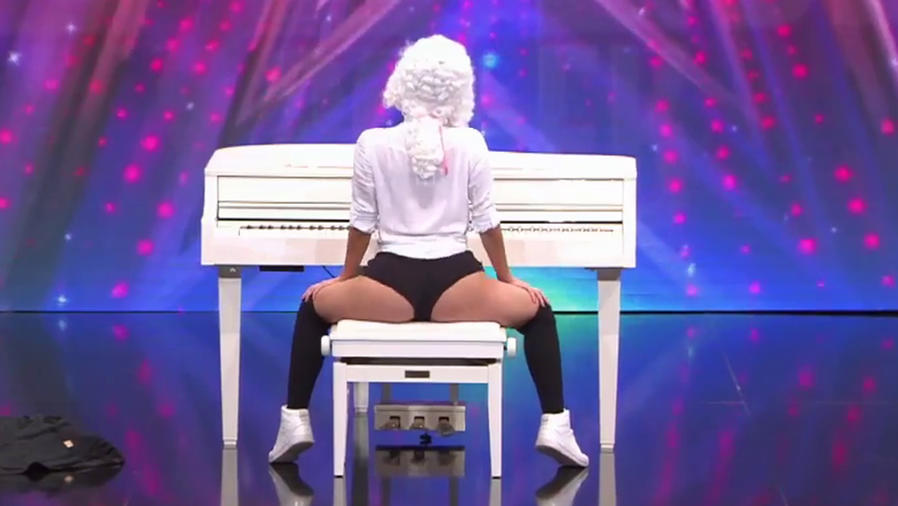 Esta chica perreó sensualmente al ritmo de Mozart
