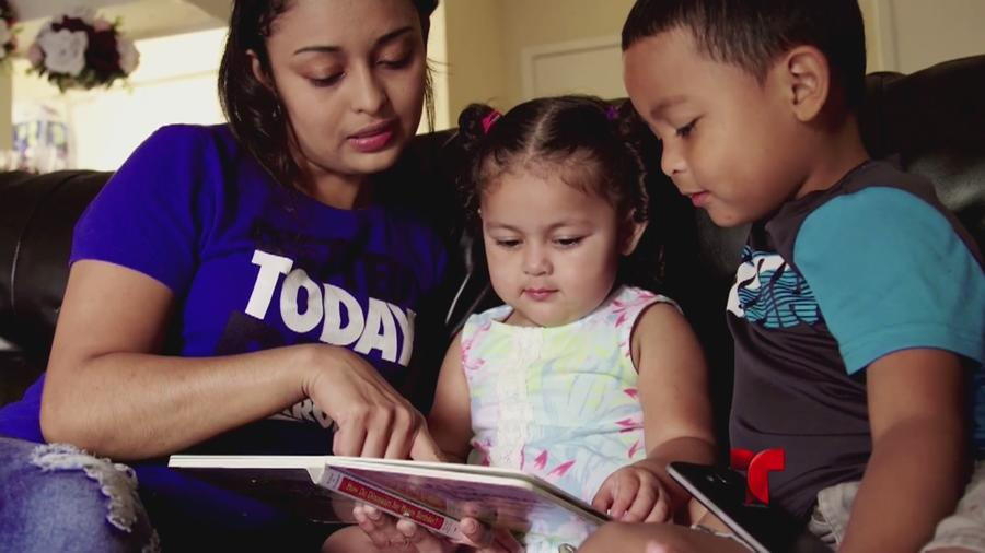 Una familia de inmigrantes reunida en EEUU.