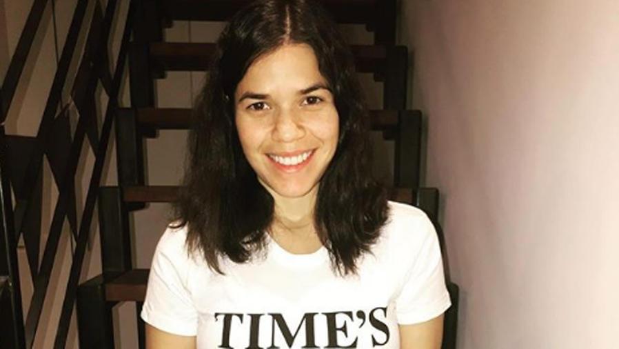 America Ferrera con camiseta Time's Up