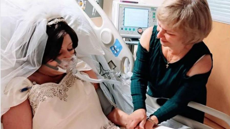 Novia con cáncer en su cama
