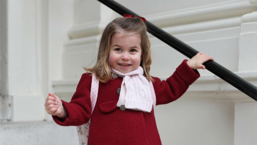 La princesa Charlotte en su primer día de clases