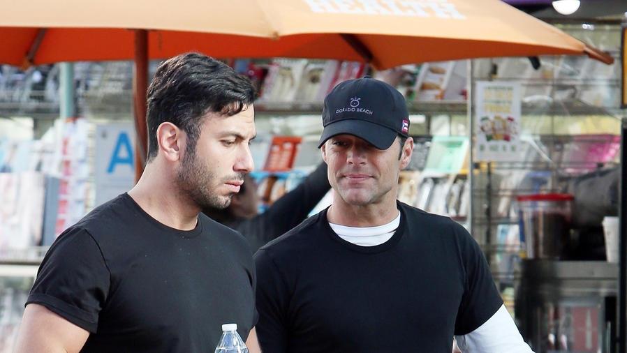 Ricky Martin viendo a Jwan Yosef