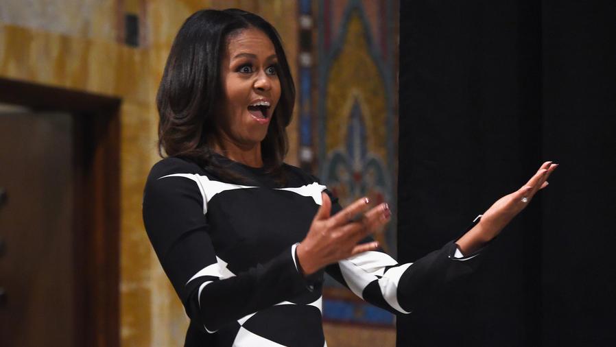 Michelle Obama con vestido negro