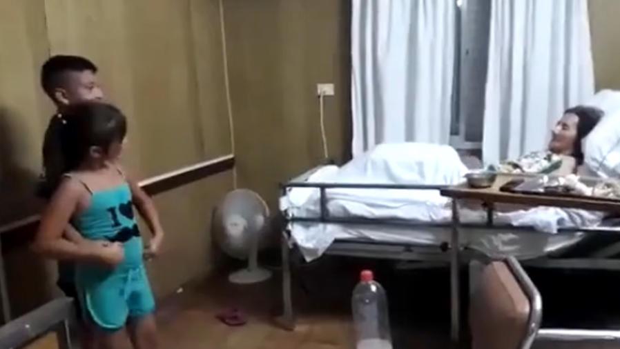 Niños bailando para su bisabuela con Alzheimer