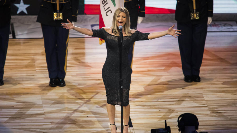Fergie se ganó varios memes luego de cantar el himno