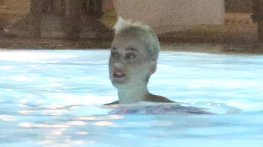 Katy Perry en la piscina