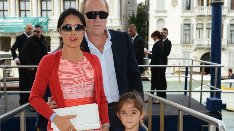 Salma Hayek con su esposo y su hija