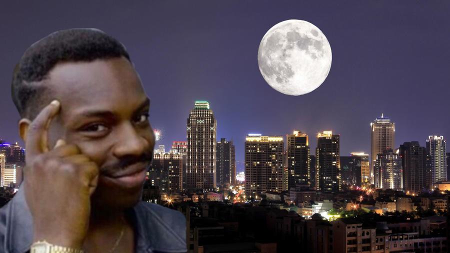 Luna sobre la ciudad