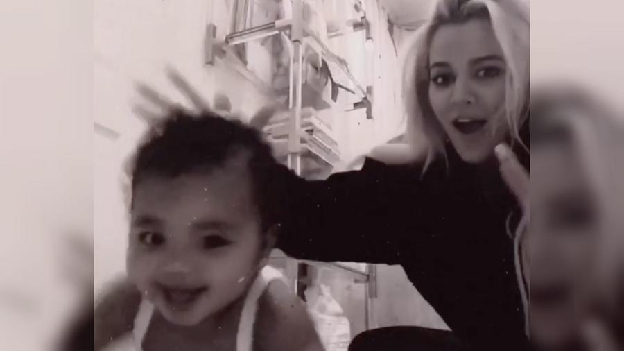 Khloé Kardashian con su bebé True Thompson