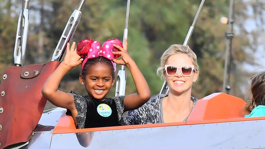 Charlize Theron y Jackson, su hija transgénero.