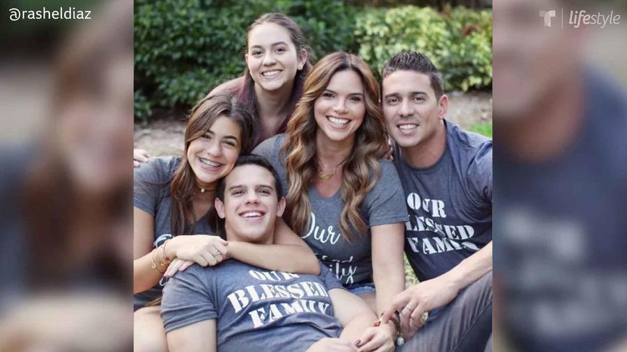 Rashel Díaz y su familia