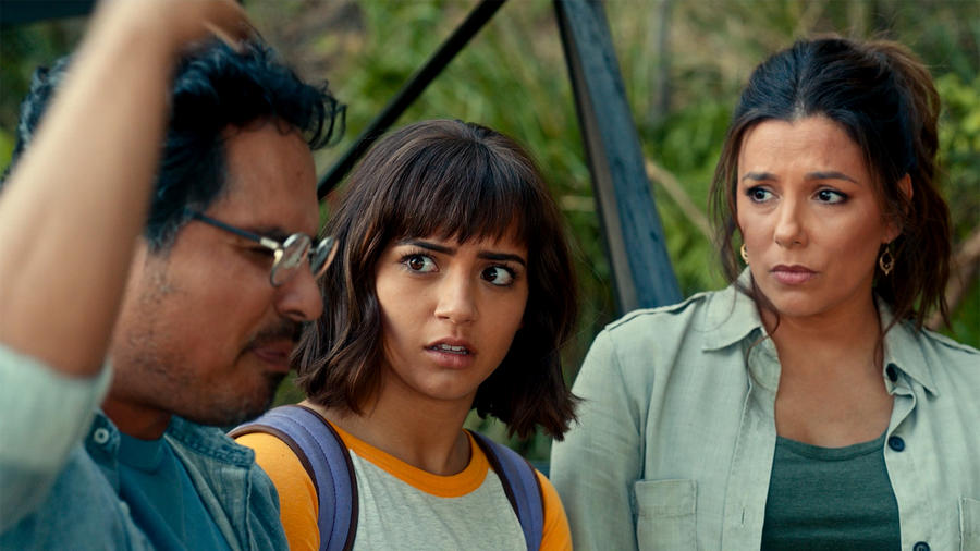 "Michael Peña, Isabela Moner y Eva Longoria en ""Dora and The Lost City of Gold"""