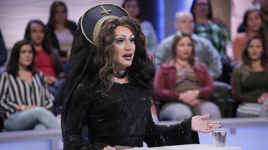 Un travesti arruinó la vida de un hombre con chismes y cometarios