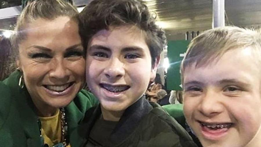 Leticia Calderón con sus hijos