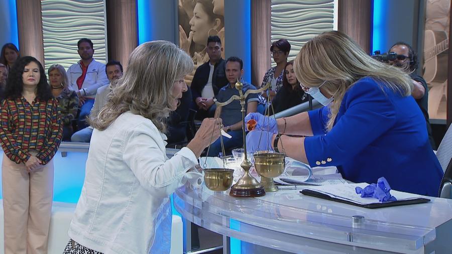Mary experimenta con huevos de gallina y semen humano
