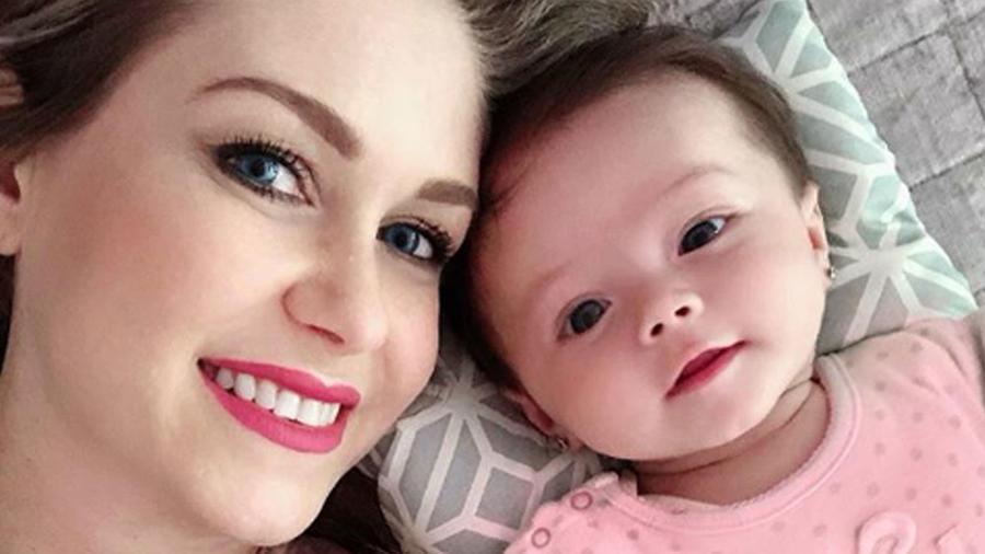Ingrid Martz con su bebé