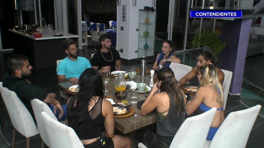 Contendientes cenando en la Fortaleza