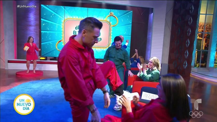 Jorge Bernal y su esposa Karla jugando en 'Esposados'