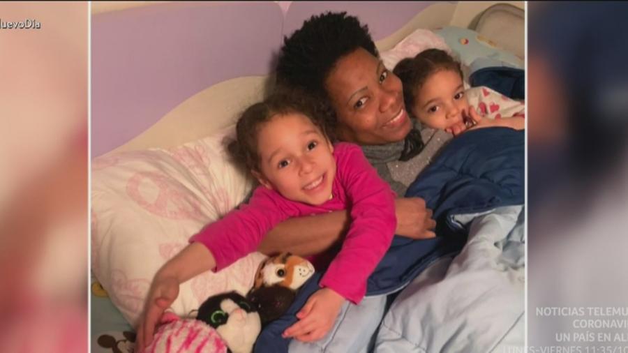 Mujer con sus hijas