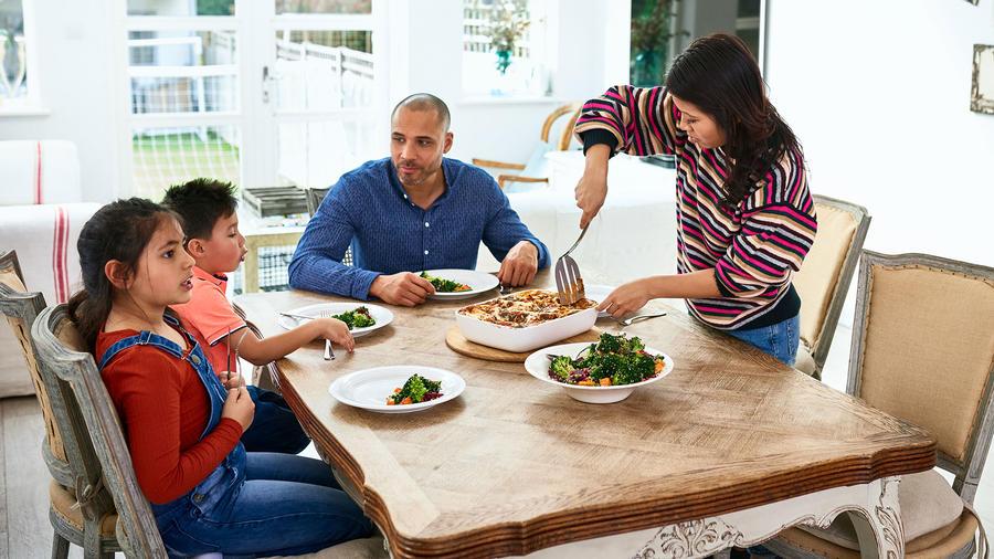 Familia cenando