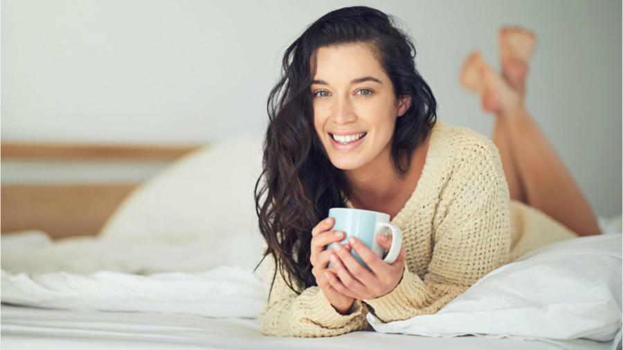 Mujer tomando té