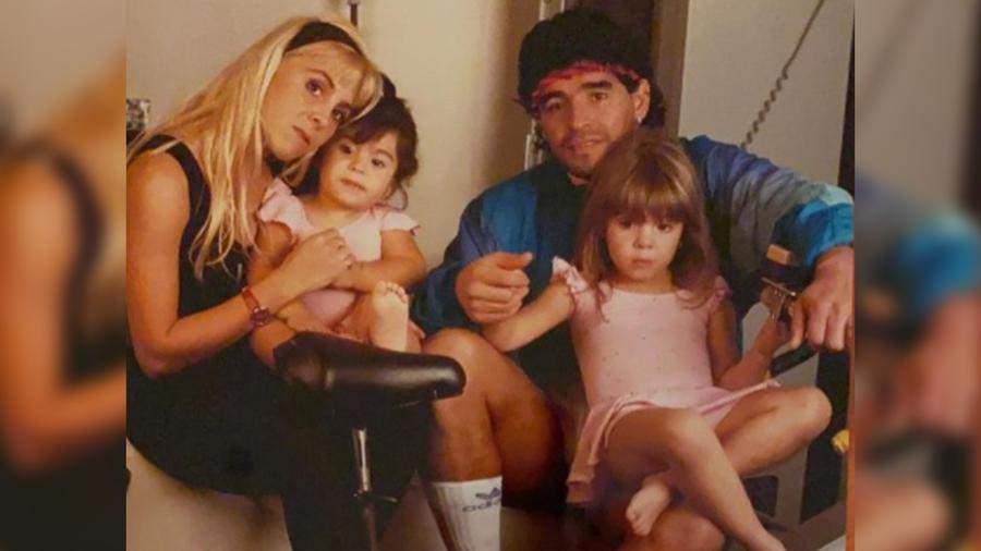 Maradona con sus hijas