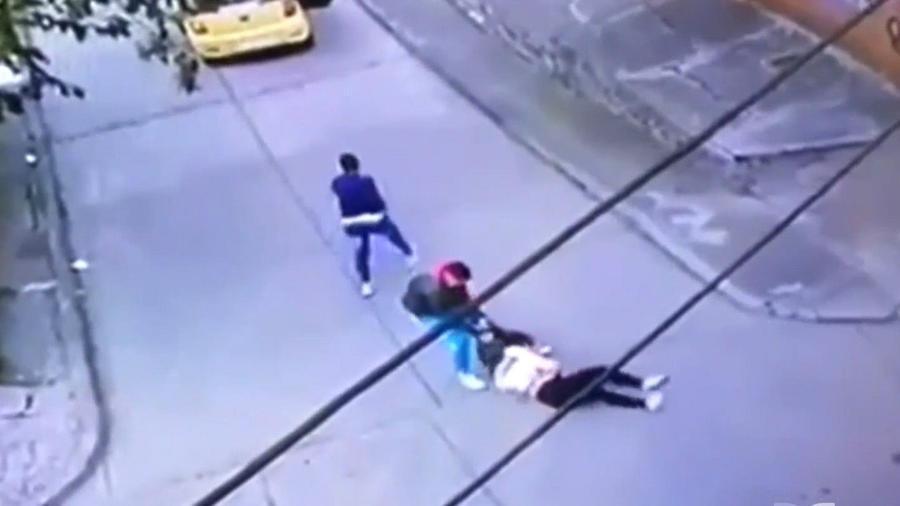 Asaltantes golpean mujeres en Colombia