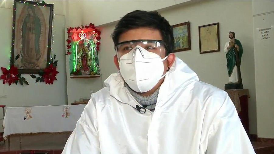 José Palomo joven cremador en Xochimilco, México