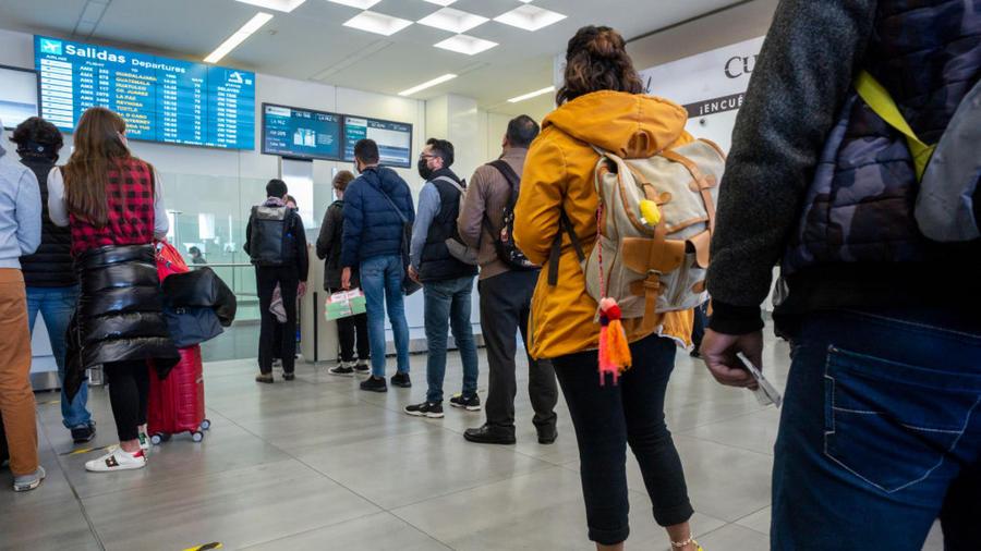 Pasajeros en aeropuerto de México