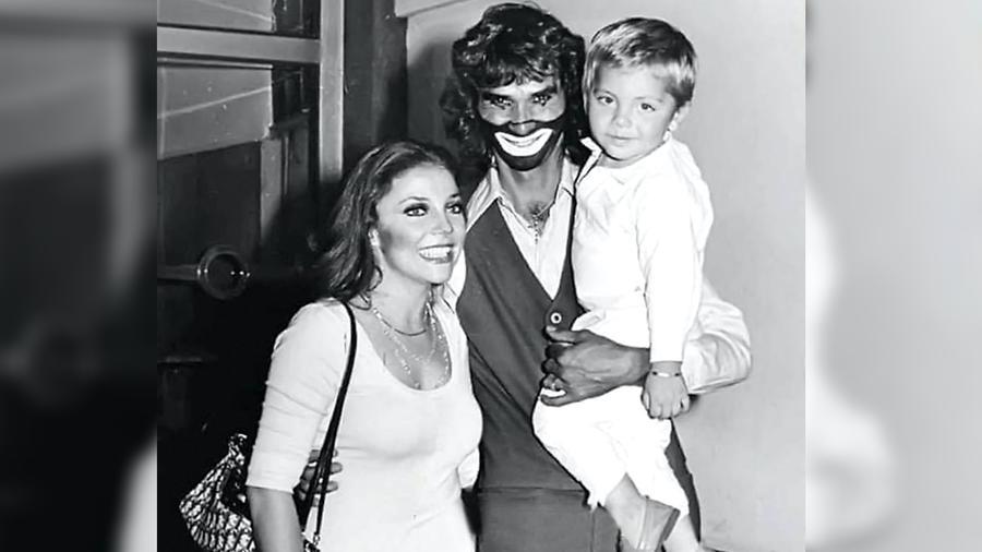 Verónica Castro con su hijo Cristian, México, 1978.