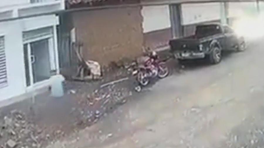 Hombre cae de un segundo piso tras recibir un corrientazo