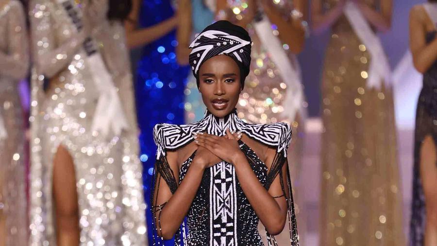 Zozibini Tunzi, ganadora de Miss Universo 2019, último desfile de su reinado, Miss Universo 2021, 69 Edición
