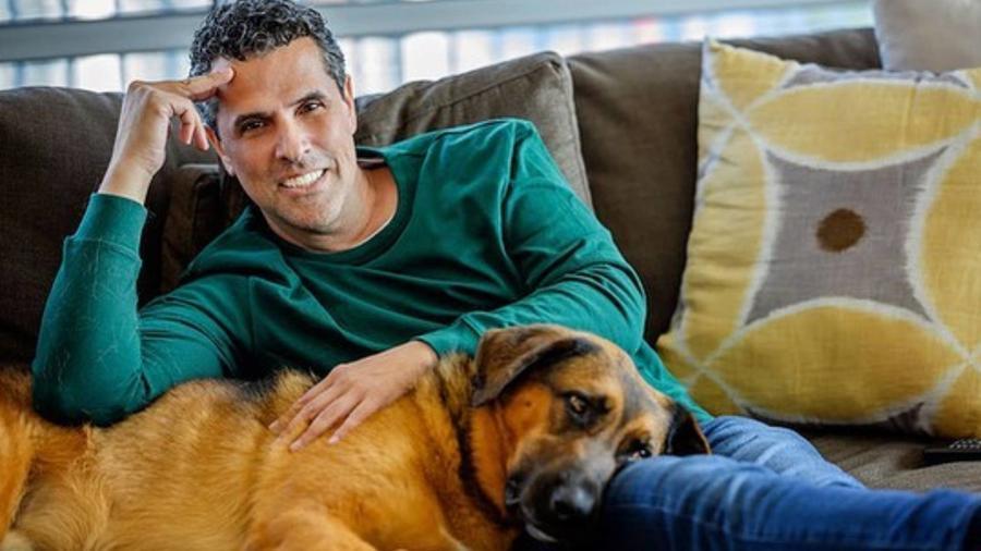Marco Antonio Regil y su perro Bernie