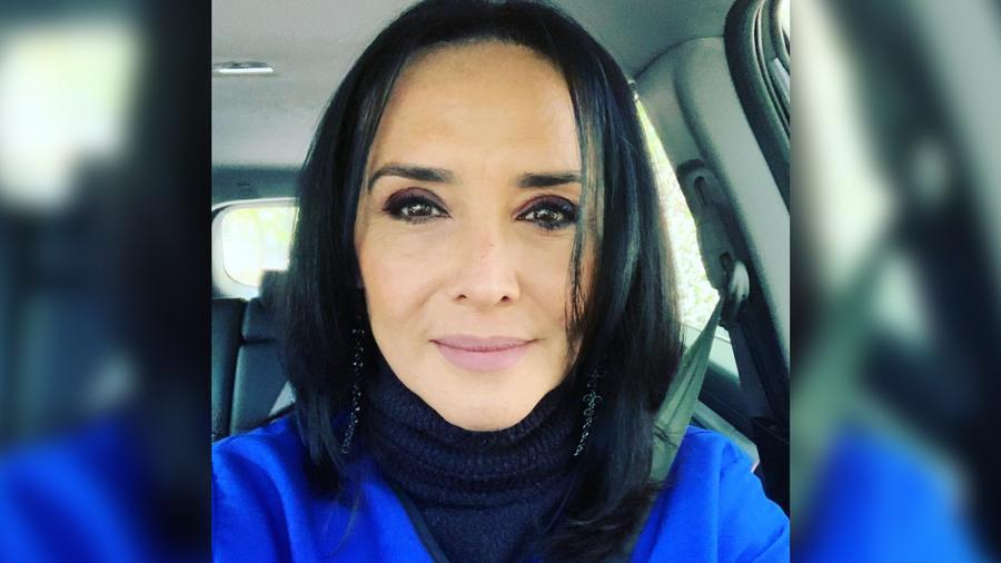 Mayra Rojas posando seria