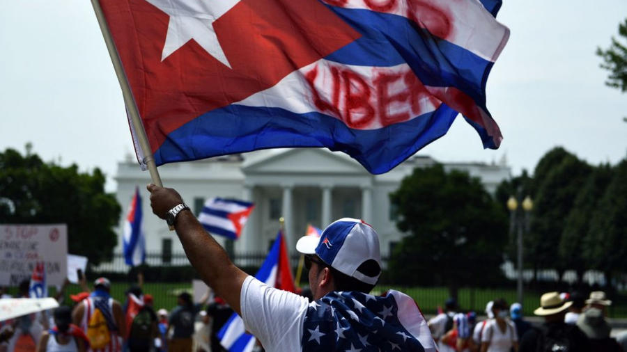 Protestan frente a la casa blanca contra la represión del gobierno cubano