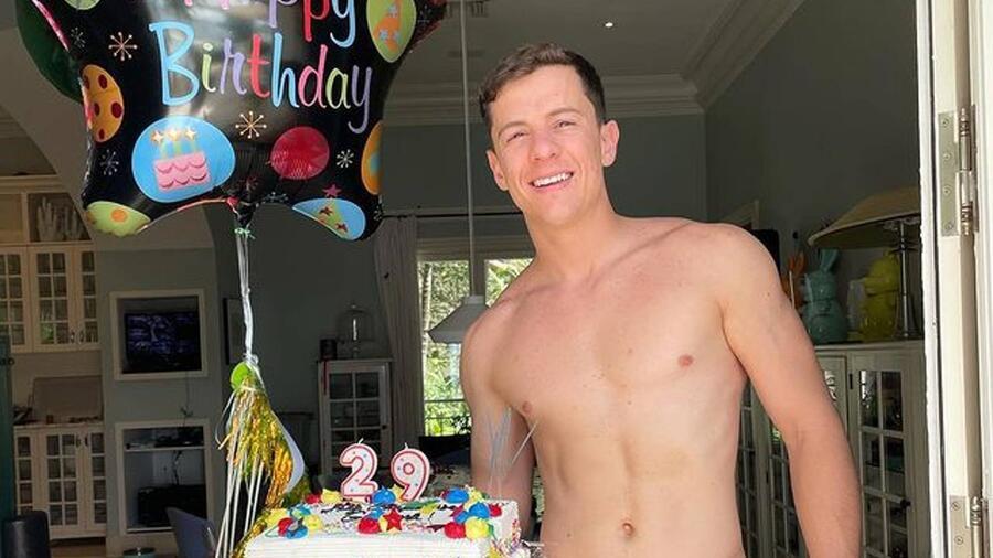 Guaynaa, con su pastel de cumpleaños 29