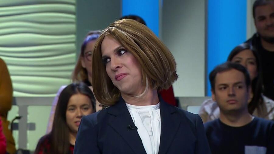 Transexual imita perfectamente a la Dra. Polo