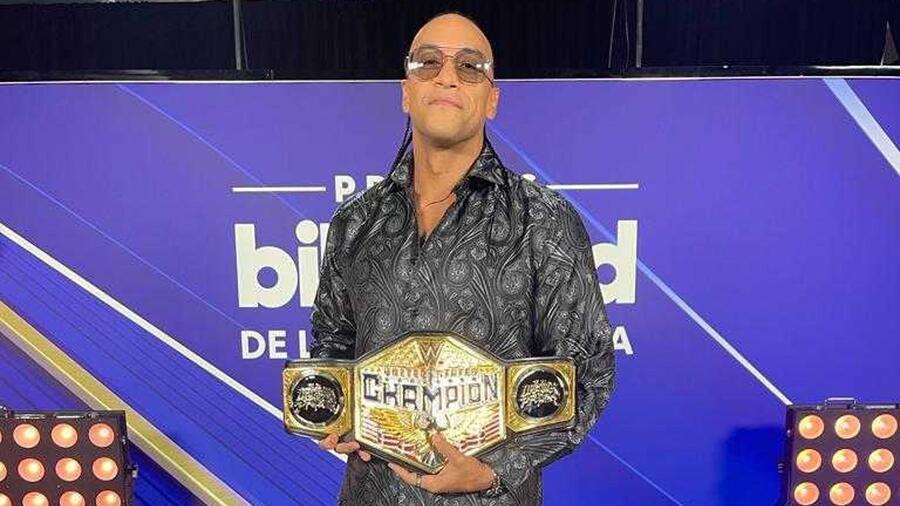 Damian Priest en el backstage de los Premios Billboard de la Música Latina 2021