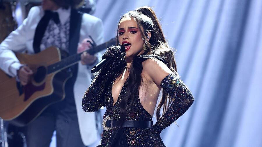 Camila Cabello en el escenario del Watsco Center en Coral Gables en los Premios Billboard de la Música Latina 2021