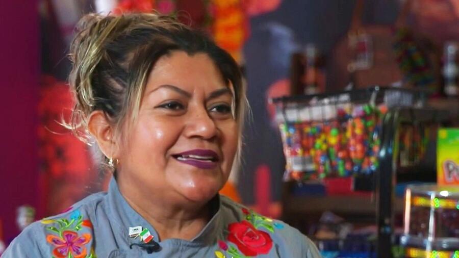 Esta latina triunfa en California con su receta de mole