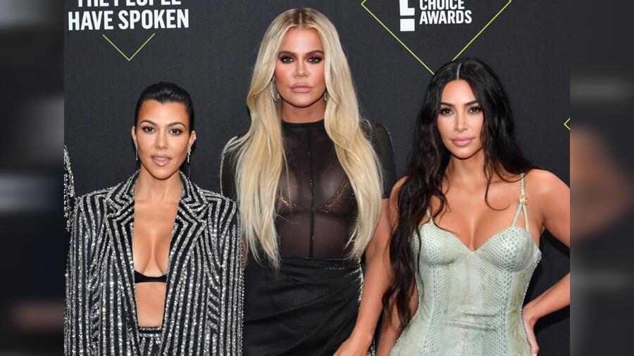 Kourtney Kardashian, Khloé Kardashian y Kim Kardashian en los E! People's Choice Awards 2019