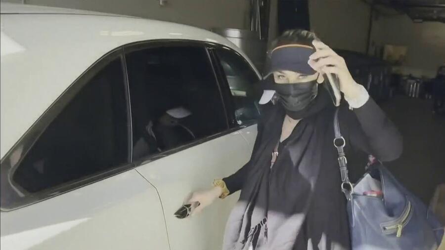 Aracely Arámbula defiende a su hijo de reporteros según video