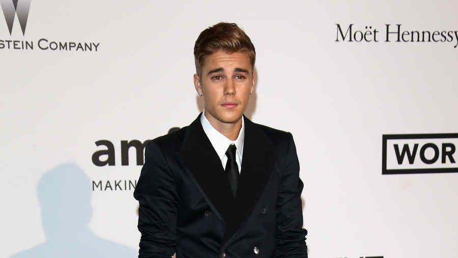 Justin Bieber en la alfombra de AIDS Gala en Francia