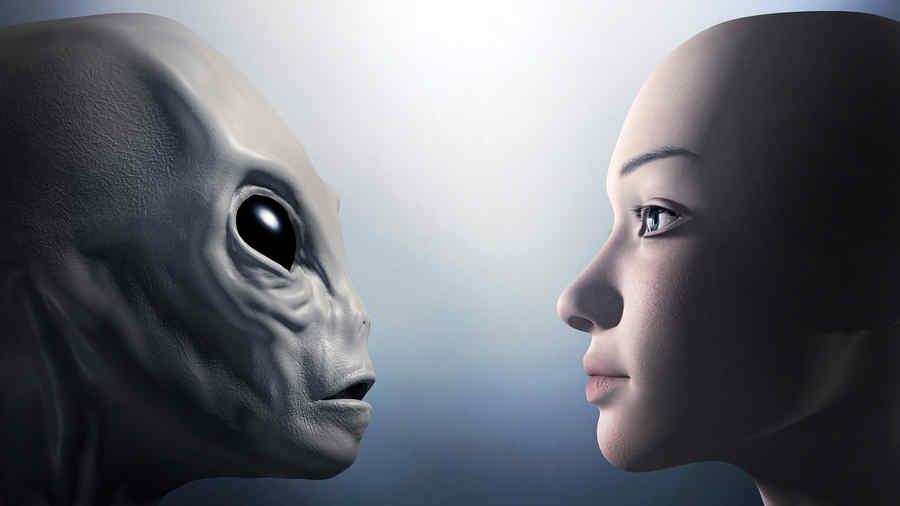 Extraterrestre y humano