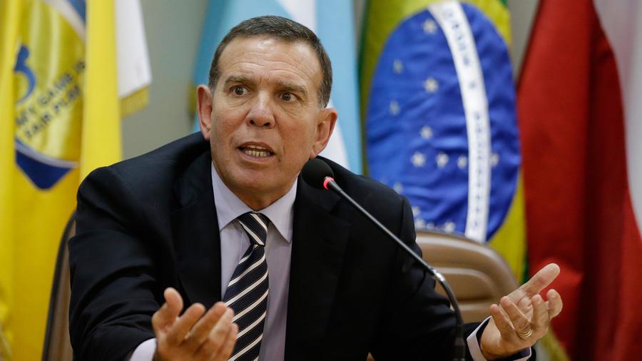 El presidente de la CONMEBOL Juan Ángel Napout ofrece una conferencia de prensa en Asunción el 21 de mayo del 2015. El paraguayo fue detenido en Zúrich tras ser acusado de corrupción por investigadores estadounidenses.