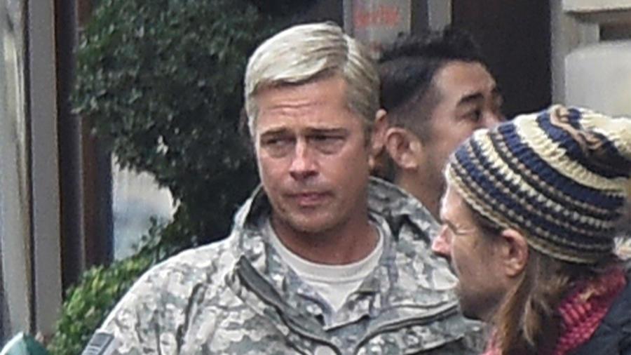 """Brad Pitt irreconocible en el set de la película """"War Machine"""" en París"""